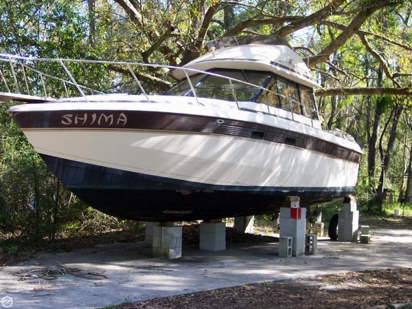 Used Chris-Craft 333 Sedan Bridge Express Cruiser Boat For Sale
