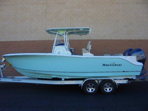 New Nauticstar 2602 Legacy Center Console Fishing Boat For Sale