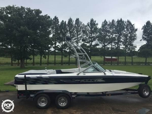 Used Centurion Air Warrior Ski and Wakeboard Boat For Sale